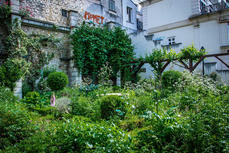 Jardin-des-Abbesses.jpg